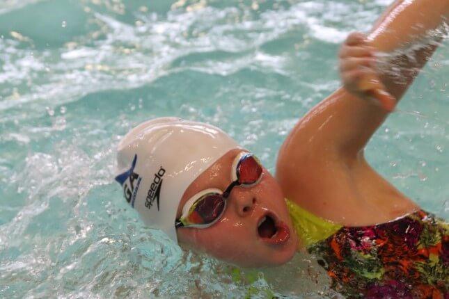 Meisje tijdens Splash-wedstrijd